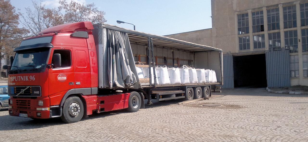 Pörner Bitumen Bags™ on flatbed truck